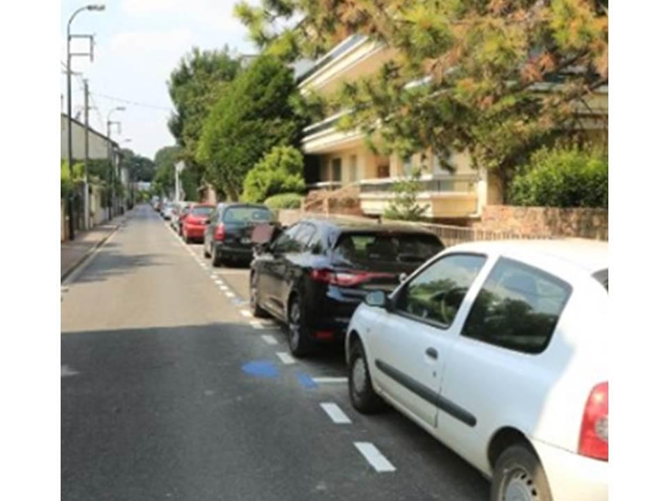 Stationnement en zone bleue et rouge